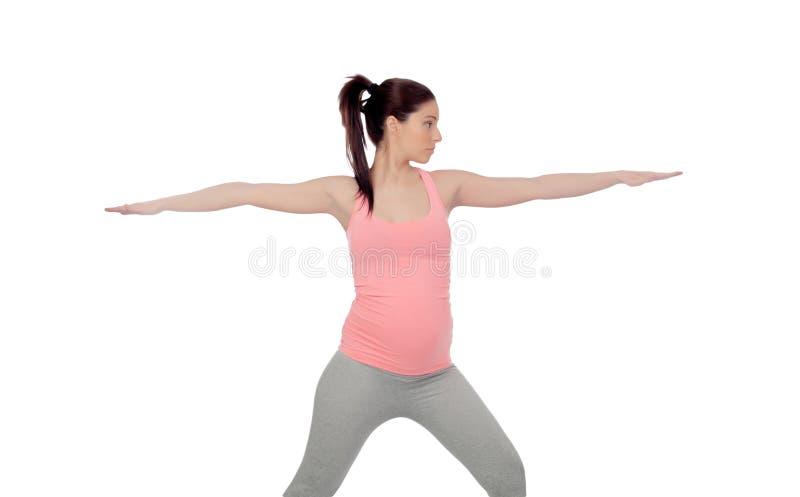Härlig gravid kvinna som gör yoga royaltyfri foto