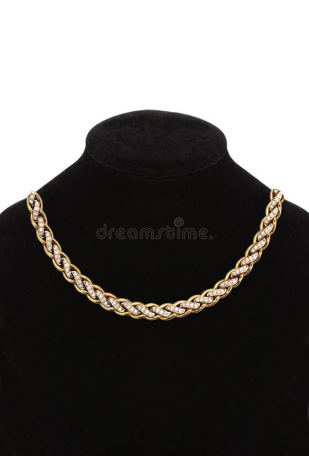 Härlig guld- halsband på skyltdockan som isoleras på vit royaltyfri bild