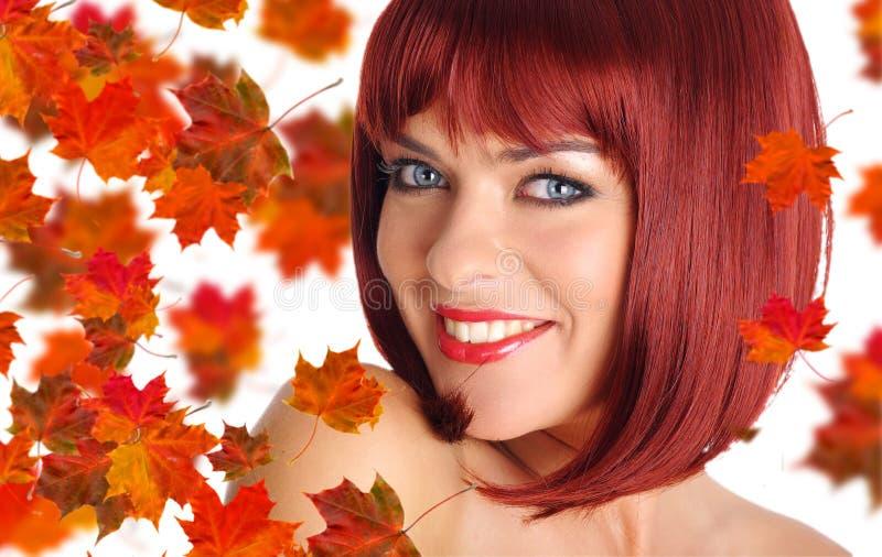 härlig hårredkvinna royaltyfri foto