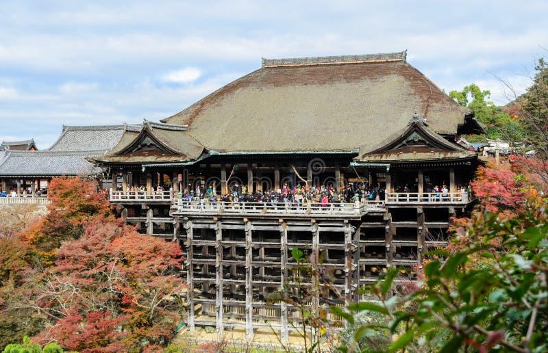Härlig höstsikt av den Kiyomizu-dera templet i Kyoto, Japan arkivbilder
