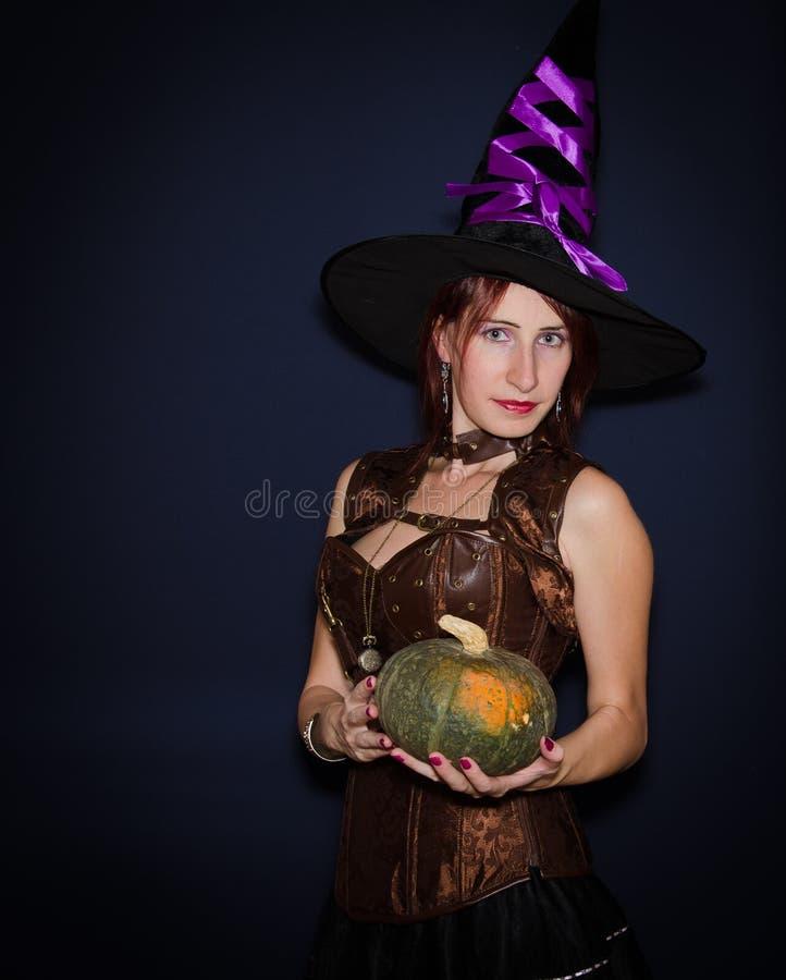härlig halloween häxa arkivbild