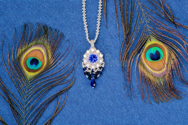Härlig halsband som är handgjord royaltyfri fotografi