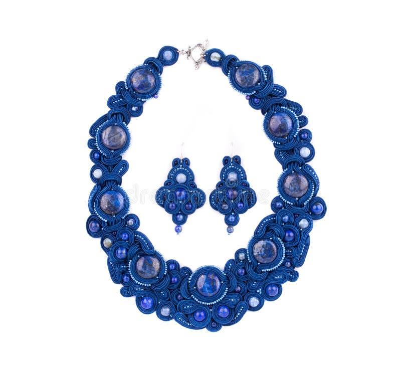 Härlig handgjord halsband och örhängen arkivfoto