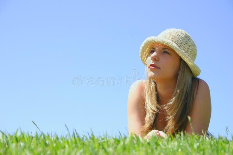 härlig hattkvinna fotografering för bildbyråer