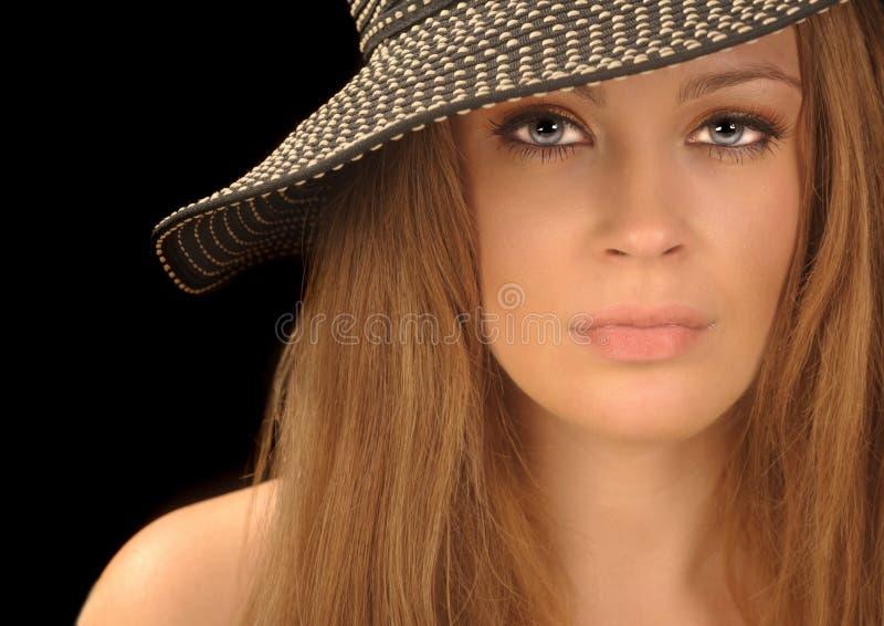 härlig hattkvinna royaltyfri foto
