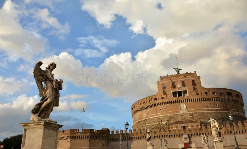 Härlig himmel över Castel Sant ' Angelo royaltyfria foton