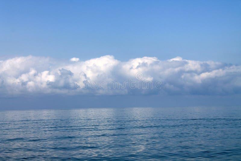 Härlig himmel och havet royaltyfria foton