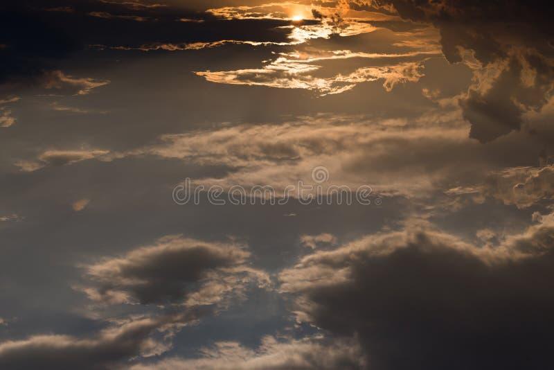 Härlig himmel, ovannämnda blå himmel för soluppgång och moln arkivbild
