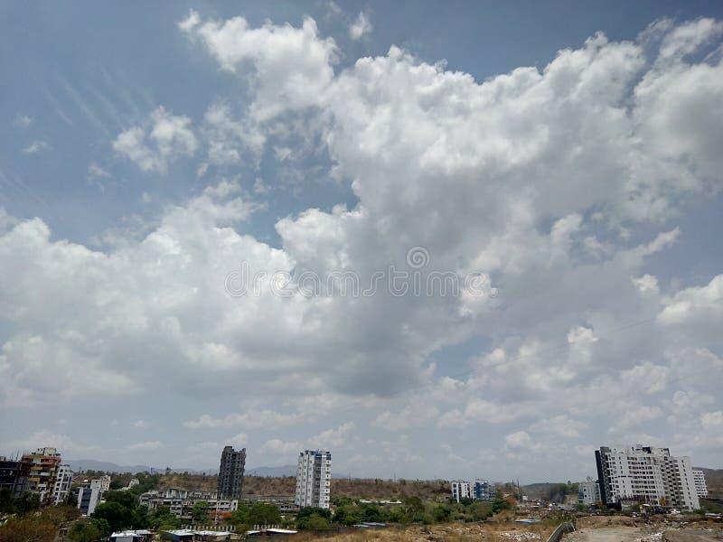 Härlig himmelsikt i Kothrud, Pune, Maharashtra india royaltyfri foto