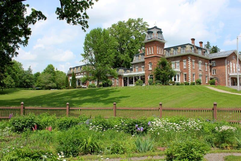 Härlig historisk arkitektur och landskap egenskap, Oneida Community Mansion House, Oneida, New York, 2018 royaltyfri fotografi