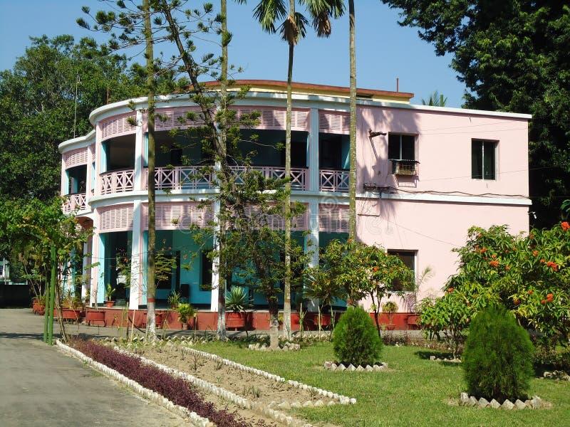 Härlig historisk gästhusbyggnad arkivfoton