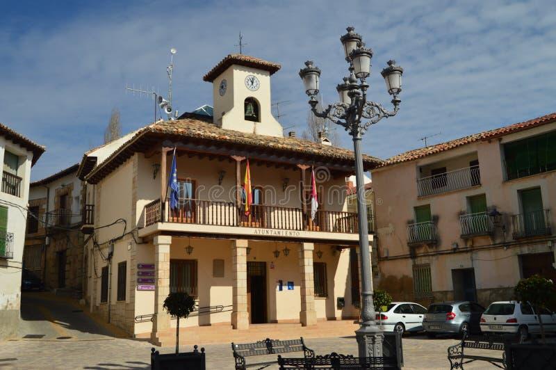 Härlig huvudsaklig fasad av kommunfullmäktigen av Trillo Arkitektur lopp, semester royaltyfria foton