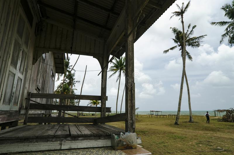 Härlig by i Terengganu, Malaysia nära strandsurrounen royaltyfri foto