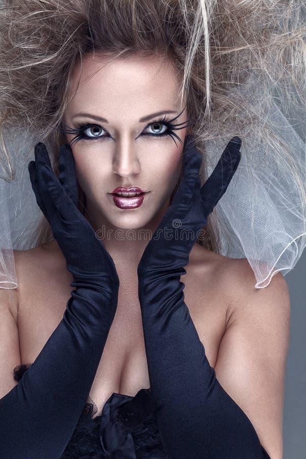 härlig idérik modemakeupmodell arkivfoton