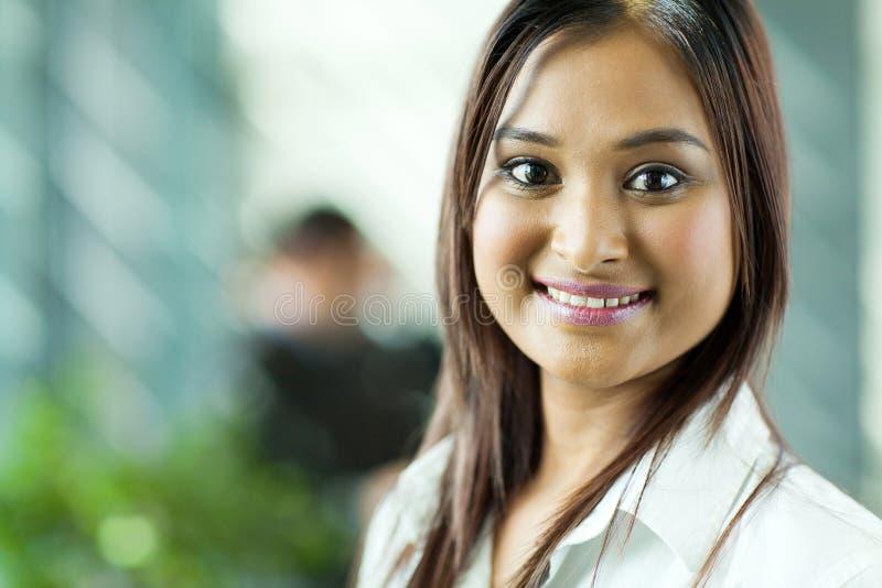 Härlig indisk affärskvinna royaltyfria bilder