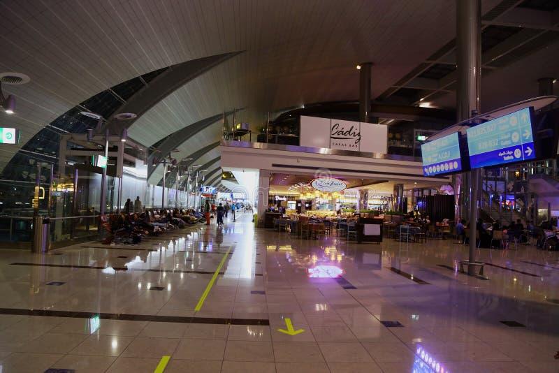 Härlig Indore garnering av Dubai den internationella flygplatsen arkivfoton