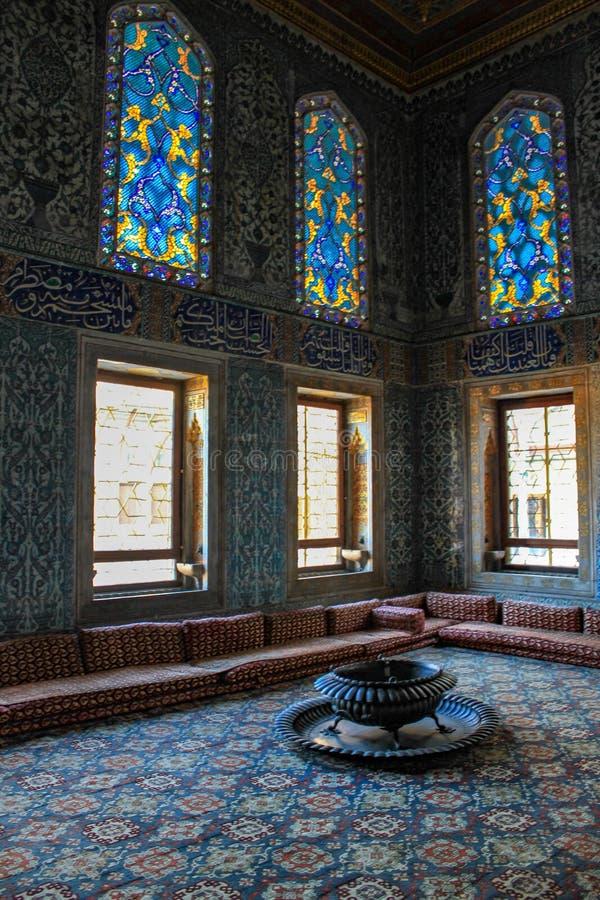 Härlig inre med dekoren för mosaiktegelplattor royaltyfri foto