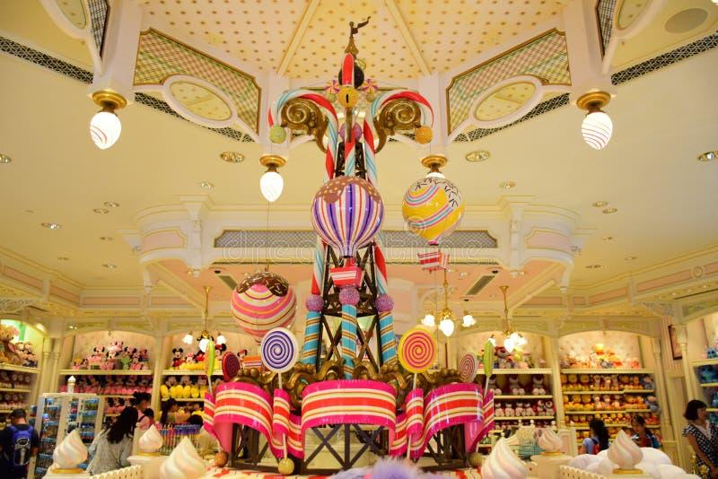 Härlig inregarnering i det Disney lagret i Main Street, U S A i Hong Kong Disneyland royaltyfri bild