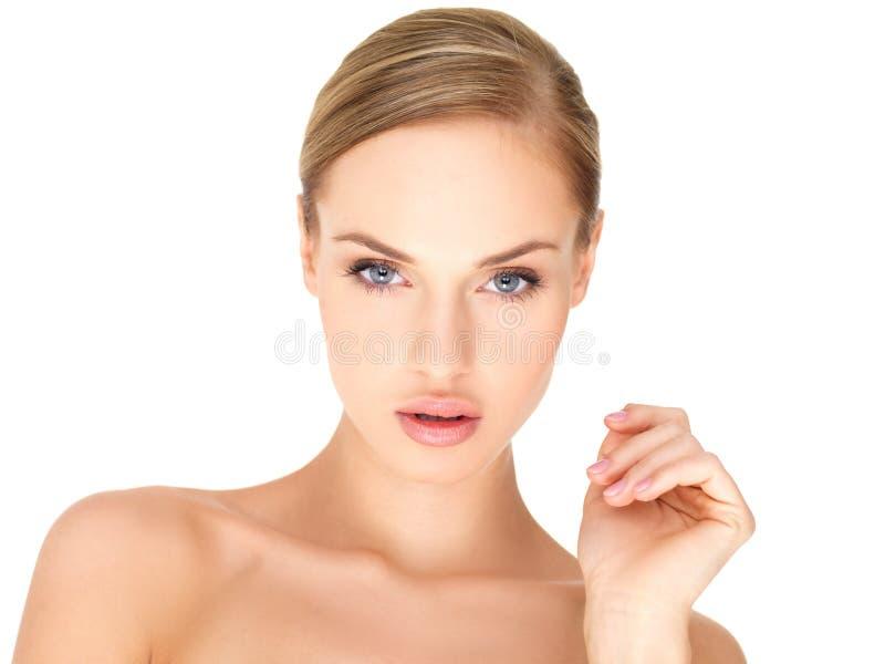 härlig isolerad vit kvinna arkivfoto