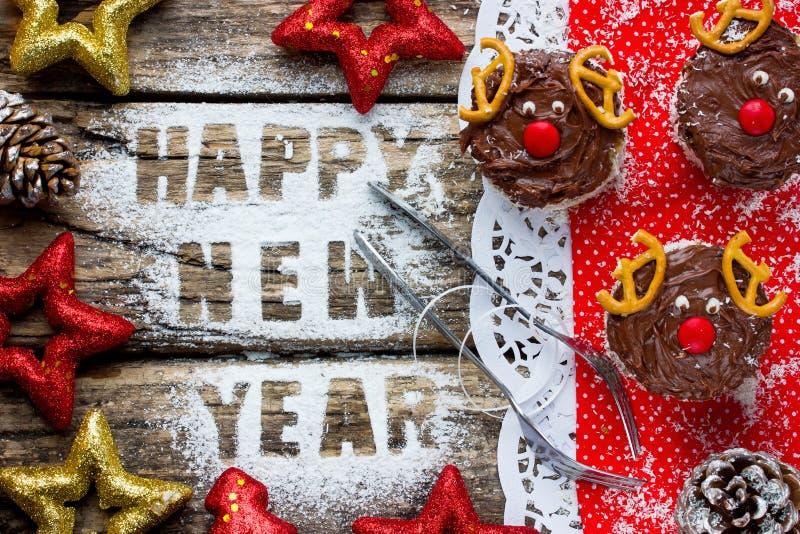 Härlig julbakgrund: sötsaker och att hälsa text och festiv royaltyfri foto