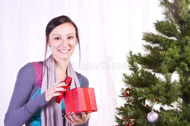 härlig julflickatree royaltyfria bilder