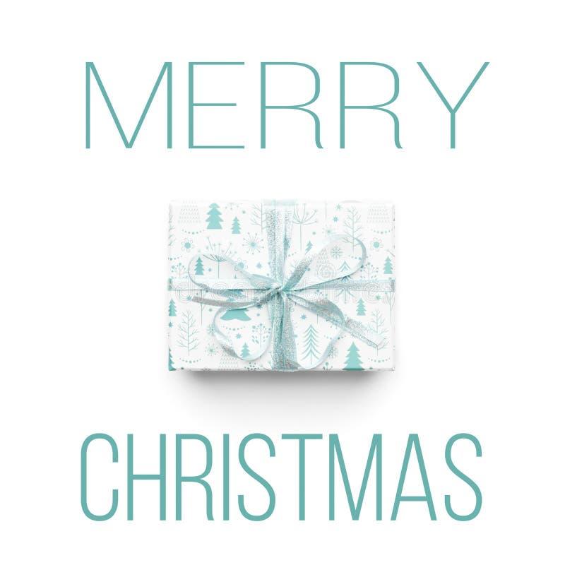 Härlig julgåva som isoleras på vit bakgrund Turkos färgad slågen in xmas-ask Modern gåvainpackning royaltyfri foto