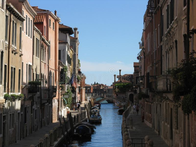 Härlig kanal i Venezia arkivfoton