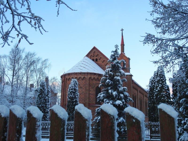 Härlig katolsk kyrka i den Silute staden, Litauen royaltyfria foton