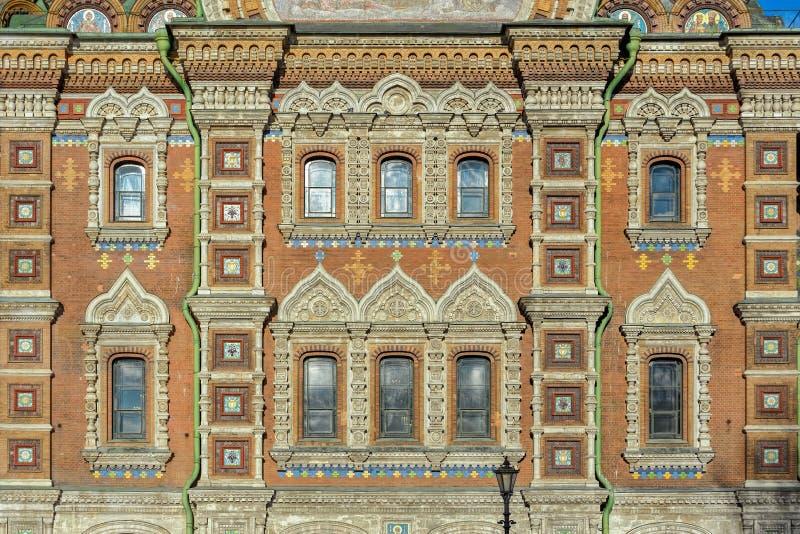 Härlig keramisk prydnad av den gamla rysskyrkan royaltyfri fotografi