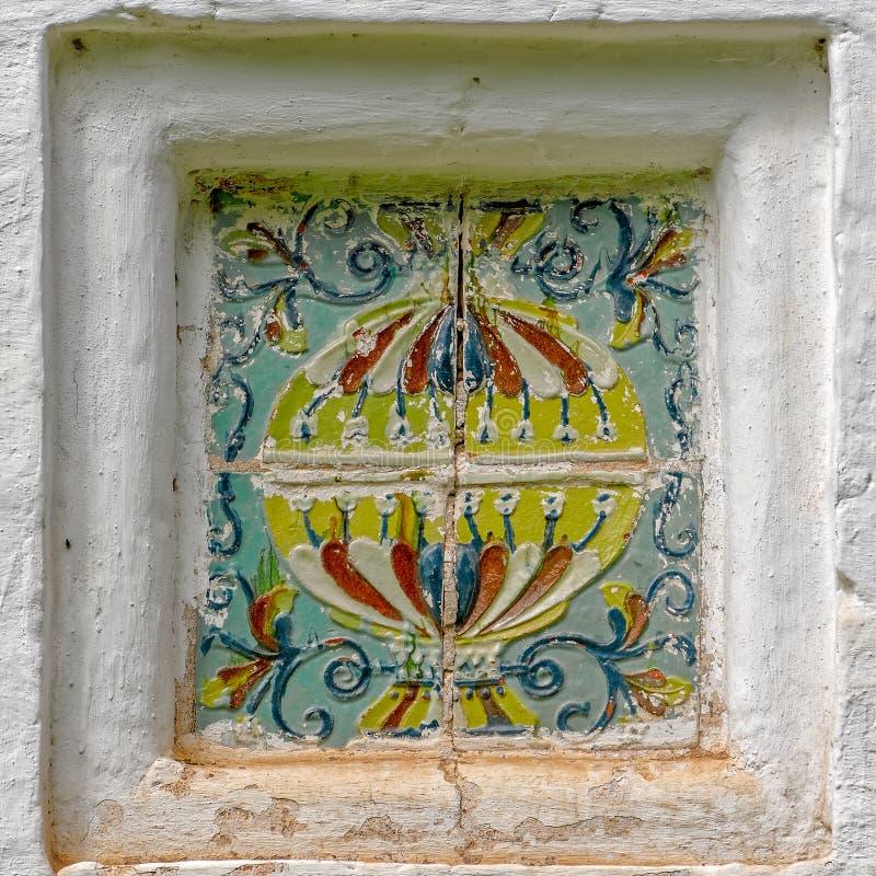 Härlig keramisk prydnad av den gamla rysskyrkan royaltyfria foton