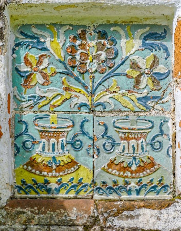 Härlig keramisk prydnad av den gamla rysskyrkan arkivbild