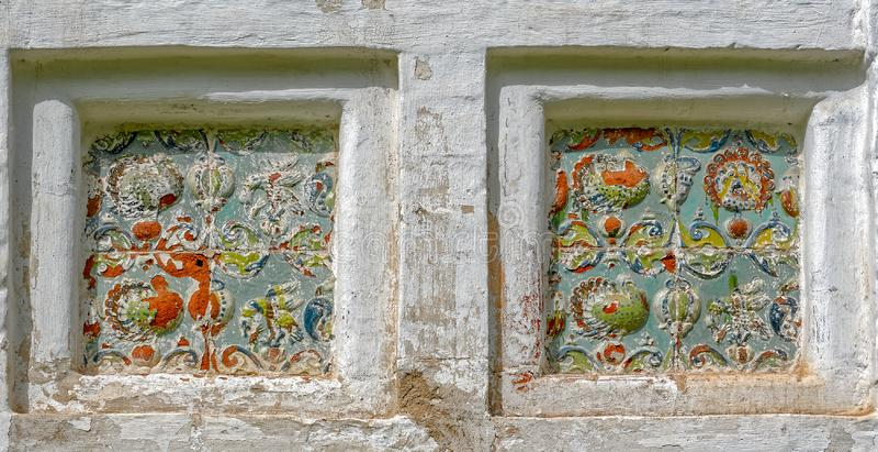 Härlig keramisk prydnad av den gamla rysskyrkan arkivbilder