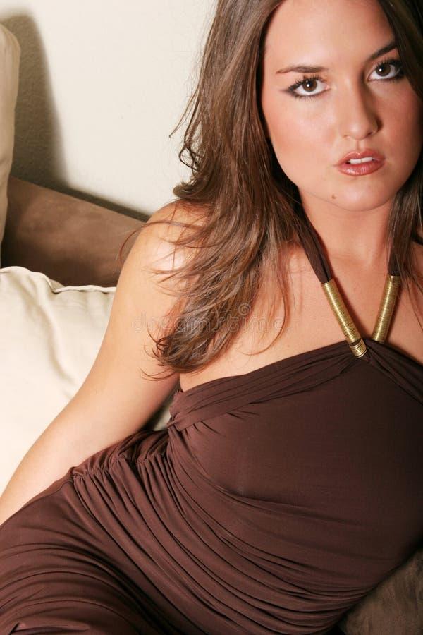 härlig klänningkvinna arkivfoton
