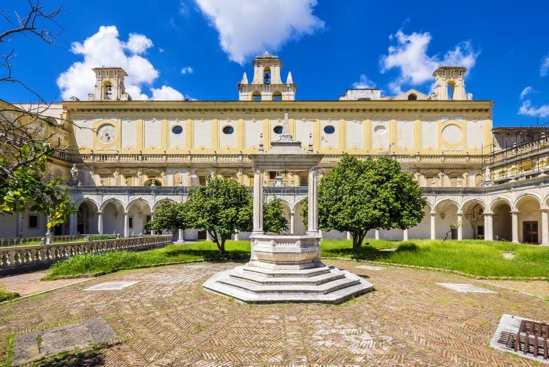 Härlig kloster och trädgårdar av San Martino Certosa di San Martino eller chartreuse av Saint Martin i vår, Naples, Italien royaltyfri fotografi