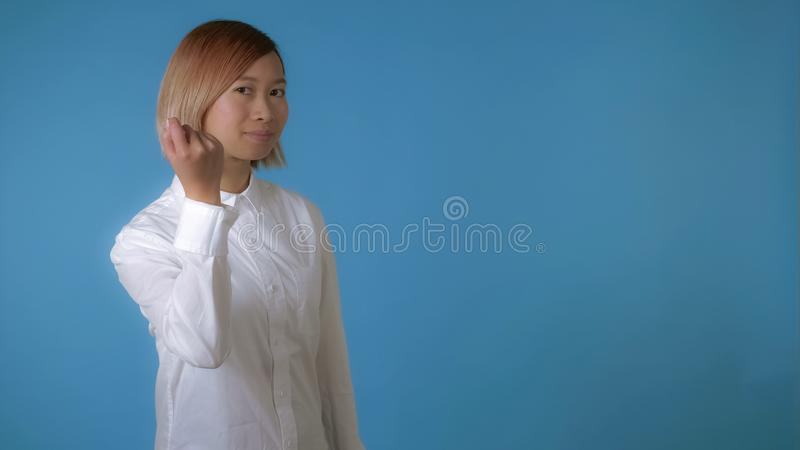 Härlig knackning för knackning för gest för flickashowhand fotografering för bildbyråer