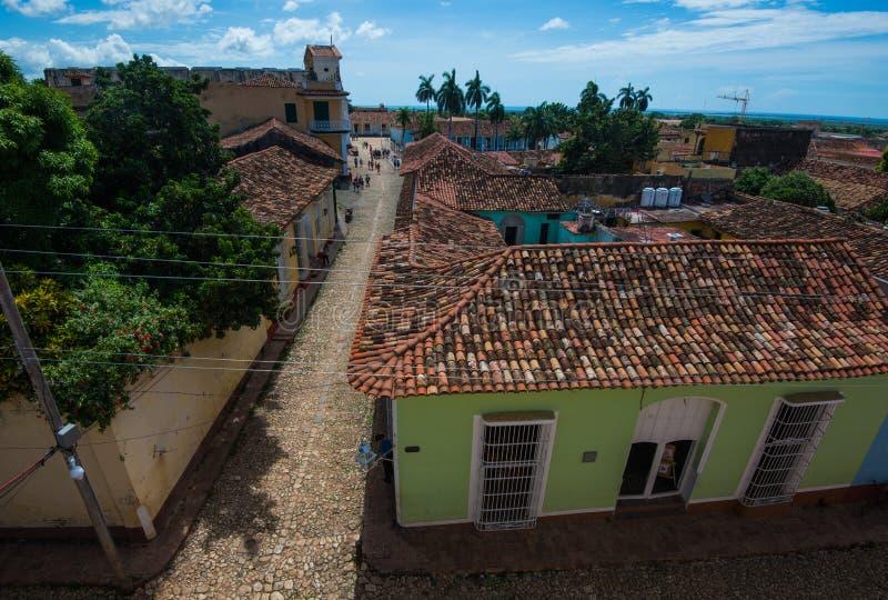 Härlig kolonial karibisk stadöverblick med den färgrika stengatan och byggnad, Trinidad, Kuba, Amerika arkivfoto