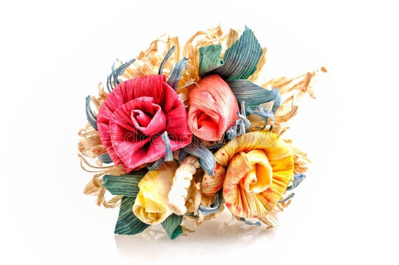 Härlig kulör bukett av konstgjorda rosor arkivfoto