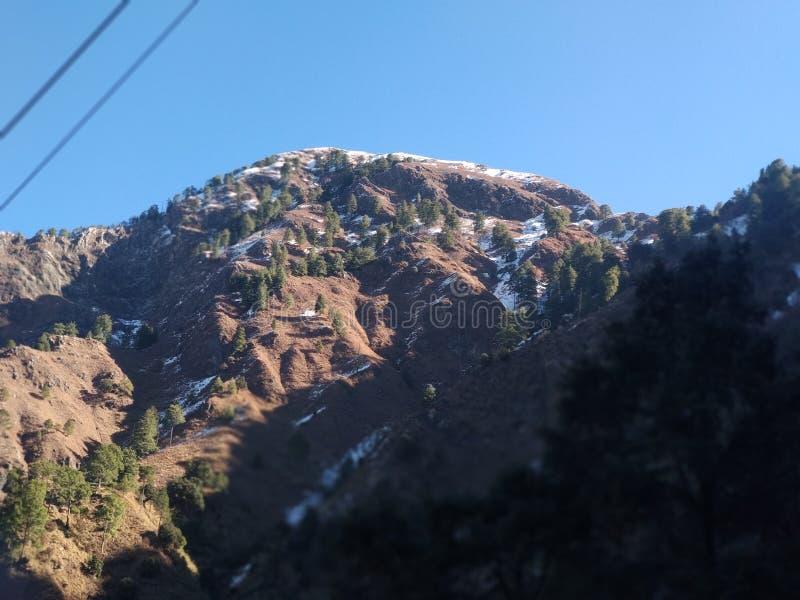 Härlig kullesikt i Kashmir i Indien royaltyfria bilder