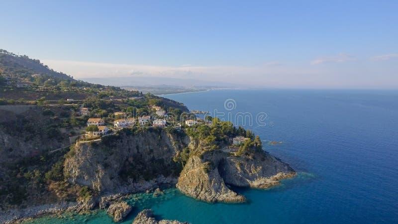 Härlig kust av Camilia i Calabria, Italien flyg- sikt arkivbild