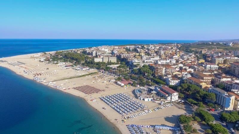 Härlig kust av Soverato i Calabria, Italien royaltyfri foto