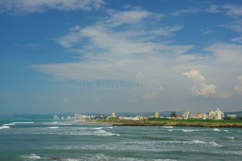 Härlig kust på samma strand i atacamas, Ecuador royaltyfria foton