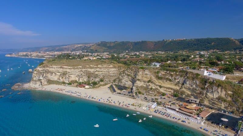 Härlig kustlinje av Calabria i sommarsäsong royaltyfri fotografi
