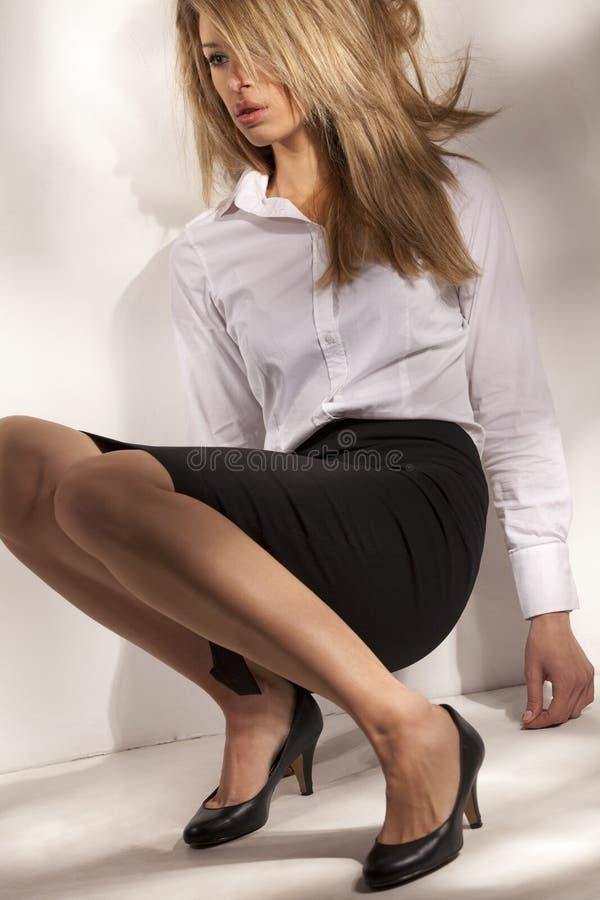 härlig kvinna för affärsdräkt royaltyfri fotografi