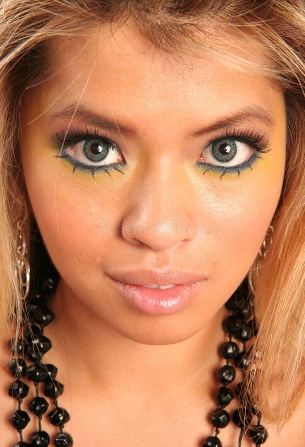 härlig kvinna för blåa ögon royaltyfri fotografi