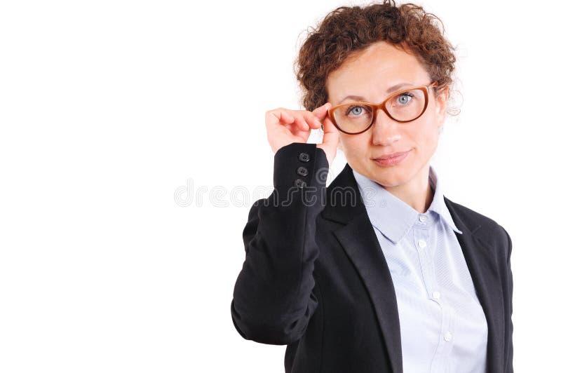 Härlig kvinna för mogen affär i exponeringsglas arkivfoton