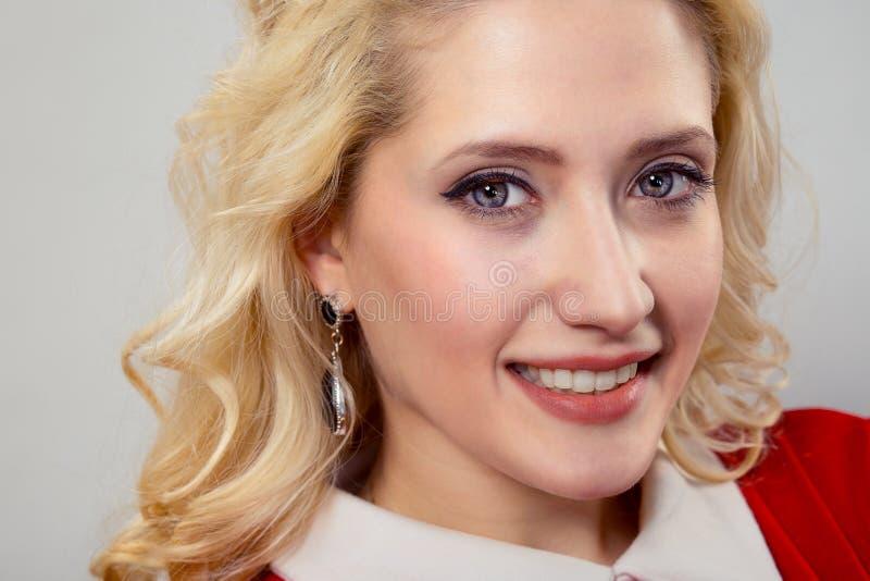 Härlig kvinna i closeup royaltyfri bild