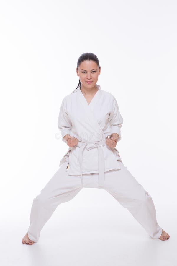 Härlig kvinna i kimono på vit arkivfoton