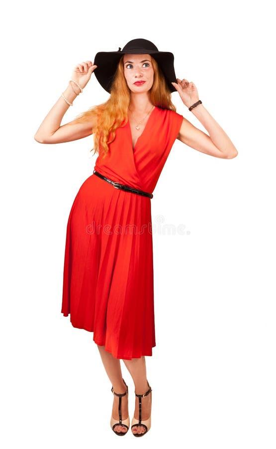 Härlig kvinna i röd klänning arkivbilder