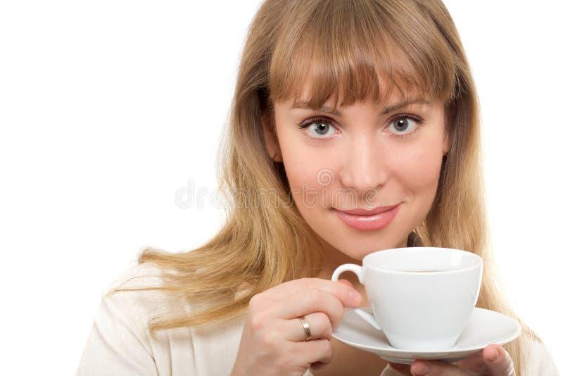 Härlig kvinna med koppen royaltyfria foton