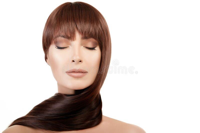 Härlig kvinna med ljus makeup och långt skinande hår arkivfoto